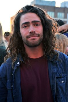 Danny Davis Snowboarder Danny Davis attends the Burton Snowboards Apres in May Showroom Event at Milk studios on May 2013 in New York Ci. Curly Hair Men, Wavy Hair, Long Hair Man, Danny Davis Snowboarder, Hair And Beard Styles, Curly Hair Styles, Braided Hairstyles, Cool Hairstyles, Man Bun