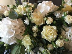 white hydrangea, white rose wedding table display. www.thefloralartstudio.co.uk
