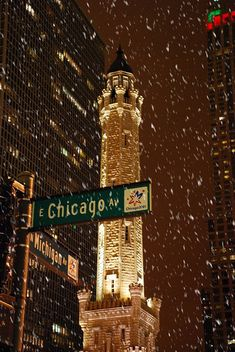 Winter in Chicago ♥ Water Tower. (One of the few surviving buildings from the Great Chicago Fire of Chicago Christmas, Chicago Snow, Chicago Winter, Chicago Chicago, Visit Chicago, Chicago Quotes, Chicago Night, Christmas Time, Chicago Street