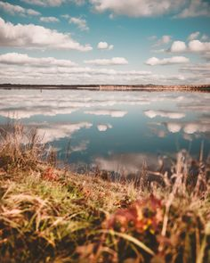 I have walked here many times, but I have never seen the lake look like this before. Heaven on earth. ⛅️😍 📍Świerklaniec Lake (Kozłowa Góra Reservoir), Świerklaniec, Silesian Voivodeship, Poland 🇵🇱 *** Spacerowałam tu wiele razy, ale jeszcze nigdy nie widziałam żeby jezioro tak wyglądało. Jak niebo na ziemi. ⛅️😍 📍Jezioro Świerklaniec (Zbiornik Kozłowa Góra), Świerklaniec, woj. śląskie, Polska 🇵🇱 Beautiful Park, Beautiful Places, Just Like Heaven, Genius Loci, Autumn Walks, Bright Pictures, Cities In Europe, Above The Clouds, Fall Photos