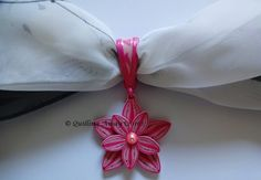 Quilled Pendant holding a scarf - by: Quilling Away
