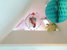 studio-EI -- Doorkijkje 2 hoogslaper - Zolder 6 | Woning 15: 's Gravendeel. Interieurontwerp & meubelontwerpen: souterrain, speelkamer, eetkamer, keuken, kastenwanden, zitkamer, zitbank, haard, badkamer, zolder, kinderkamers en hoogslapers. www.studio-ei.nl