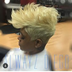 Whoa, now this color and style is so awesome! Short Sassy Hair, Short Hair Cuts, Short Hair Styles, Pixie Cuts, Short Hair Undercut, Undercut Hairstyles, Haircuts, Love Hair, Gorgeous Hair