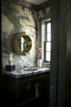 marble powder room by Kelly Wearstler. One day I will have a marble wall and it will be awesome. Black Marble Bathroom, Marble Wall, Marble Print, Marble Room, Marble Tiles, White Tiles, Bad Inspiration, Bathroom Inspiration, Powder Room Wallpaper