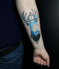 Here are 60 magical Harry Potter tattoo ideas that will stay with you, Always! Keep on scrolling to take a look, and feel free to add your own Harry Potter tats to the list. Creative Tattoos, Great Tattoos, Body Art Tattoos, Sleeve Tattoos, Harry Potter Tattoos Sleeve, Quote Tattoos, Tatoos, Patronus Harry Potter, Harry Potter Diy