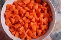 Sweet potato and carrot soup Healthy Soup, Healthy Treats, Healthy Recipes, Making Mashed Potatoes, Cubed Potatoes, Canned Dog Food, Thyroid Diet, Carrot Soup, Homemade Dog Food