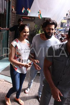 Riteish and Genelia are all smiles for the paparazzi in these adorable pictures