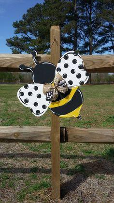 Door Crafts, Bee Crafts, Wooden Crafts, Wooden Door Signs, Wooden Doors, Burlap Door Hangers, Bee Theme, Wood Cutouts, Gardens