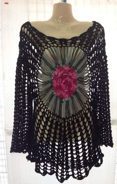 BLUSA MANDALA CENTRAL    COM P.A.P                                                                                                        ... Crochet Slipper Pattern, Crochet Slippers, Crochet Patterns, Crochet Skirts, Crochet Clothes, Love Crochet, Crochet Top, Summer Patterns, Crochet Cardigan