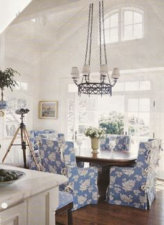 Love the freshness of slipcovered chairs!