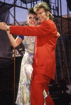 David Bowie and Elizabeth Hurley, Glass Spider Tour 1987 David Bowie Starman, David Bowie Ziggy, David Hemmings, Bowie Ziggy Stardust, Terry O Neill, The Thin White Duke, Elizabeth Hurley, Beautiful People, Spider