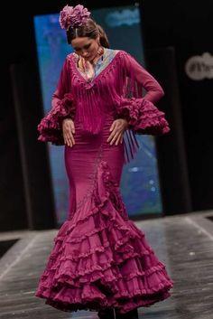 Spanish Fashion, Joan Smalls, Mermaid Gown, Fashion Beauty, Womens Fashion, Western Dresses, Ruffle Skirt, Pretty Dresses, Gowns