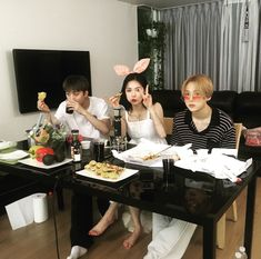 Boy Best Friend Pictures, Boy And Girl Best Friends, Friend Photos, Boy Or Girl, Triple H, Ulzzang Korean Girl, Ulzzang Couple, Hyuna Photoshoot, Boy And Girl Friendship