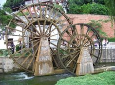 Google Image Result for http://www.traveljournals.net/pictures/l/29/290519-lijiang-old-town-water-wheels-lijiang-china.jpg