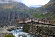 The end of the viewing platform at Trollstigplatået - Romsdalen – Geiranger Fjord, Norway (2010);  designed by Reiulf Ramstad Architects;  photo by Landezine