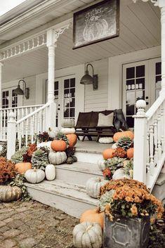 fall decor ideas for the porch Farmhouse Fall Porch Steps - Veranda Design, Farmhouse Front Porches, Front Porch Design, Front Porch Decorating For Fall, Fall Decor For Porch, Country Fall Decor, Front Porch Seating, Vintage Fall Decor, Vintage Porch