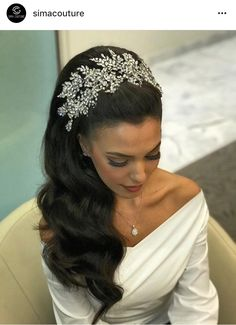 Breathtaking flexible perfect finishing touch for many different hair styles. Bridal Hair Updo, Headpiece Wedding, Wedding Hair And Makeup, Bride Hairstyles, Pretty Hairstyles, Bridal Hair Inspiration, Quinceanera Hairstyles, Wedding Hair Pieces, Wedding Hair Accessories
