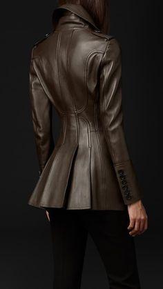 Leather Jacket Outfits, Leather Jackets, Burberry Leather Jacket, Leather Coats, Peplum Jacket, Retro Mode, Fashion Outfits, Womens Fashion, Fashion Weeks