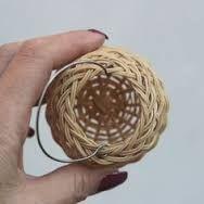 Imagen relacionada Rattan, Wicker, Bamboo Crafts, Basket Weaving, Fiber Art, Ornaments, Stone, Paracord, Weave