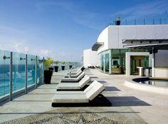 Beach Palace Cancun - loungers on rooftop