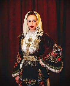 Folk Costume, Costumes, Greece Culture, Ethnic Dress, Amazing People, Greece Travel, Eastern Europe, Ethnic Fashion, World Cultures