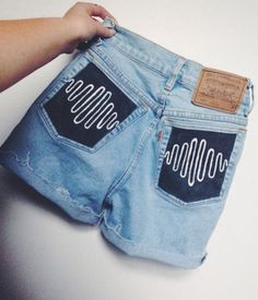 And im in love ❤ arctic monkeys shorts grunge divat, diy divat, aranyos ruh Painted Jeans, Painted Clothes, Painted Shorts, Diy Clothing, Custom Clothes, Cool Outfits, Summer Outfits, Denim Art, Arctic Monkeys