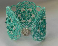 Green lace bracelet, tatted bracelet, tatting jewelry, tatting jewellery, bracelet