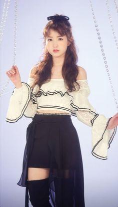 Sakura Miyawaki, Yu Jin, Japanese Girl Group, Kim Min, Kpop, Skater Skirt, Ballet Skirt, Skirts, Honda