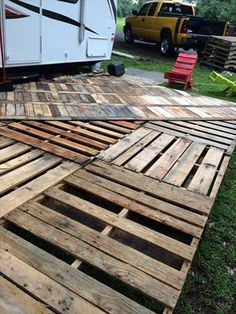 Pallets Recycled DIY Pallet Deck Ideas and Instructions - Then the idea of pallet wood came to us and we did this overcoming DIY pallet deck flooring project to move our home on chic trends and fad. We happen to find Pallet Crafts, Diy Pallet Projects, Pallet Ideas, Wood Projects, Pallet Patio Decks, Diy Deck, Palet Deck, Outdoor Pallet, Wooden Pallet Furniture