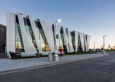 Architectural photographs of montreal casino archi voile métal facade desig Metal Facade, Facade Design, Exterior Design, Montreal, Facade Architecture, Architecture Definition, Theater Architecture, Parametric Architecture, Amazing Architecture