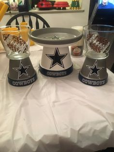 Not my team! but made for a co-worker. 2 small candy dishes and a candle holder Clay Pot Projects, Clay Pot Crafts, Diy Clay, Dallas Cowboys Crafts, Football Crafts, Candy Jars, Candy Dishes, Small Flower Pots, Cowboy Crafts
