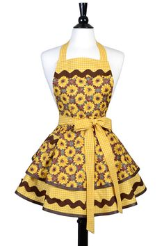 Retro Sewing Womens Ruffled Retro Apron in Bright Yellow Sunflowers Fall Floral. Aprons by Creative Chics Princess Aprons, Dress Patterns, Apron Patterns, Cool Aprons, Paper Clothes, Apron Designs, Retro Apron, Sewing Aprons, Apron Dress