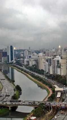 Marginal Pinheiros, São Paulo, Brasil.