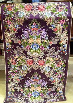 """Esta seda """"SAN DIEGO"""" de Vives y Mari, habla sola. Una maravilla perfectamente combinada y de los que sale un traje de esos de impresión. Todo un acierto.  Aquesta seda """"SAN DIEGO"""" de Vives i Mari, parla per si sola. Una meravella perfectament combinada i de les que ix un trage d'eixos d'impressió. Tot un encert. Textile Prints, Textiles, Silk Brocade, San Diego, Flower Art, Bohemian Rug, Unique, Floral, Fabric"""