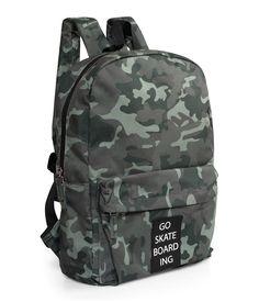 Mönstrad ryggsäck med badge