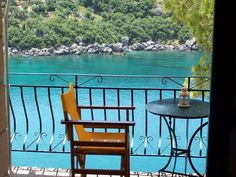 Discover the world through photos. Outdoor Tables, Outdoor Decor, Planet Earth, Outdoor Furniture Sets, Greece, Beautiful Places, World, Beach, Travel