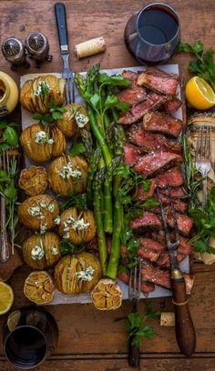 Las mejores propuestas que puedas encontrar en la red. Grandes chefs y gastrónomos. Ideas e imágenes para que desarrolles nuevos platos. Chefs, Catering, Sausage, Ethnic Recipes, Food, Ethnic Food, Dishes, Proposals, Healthy