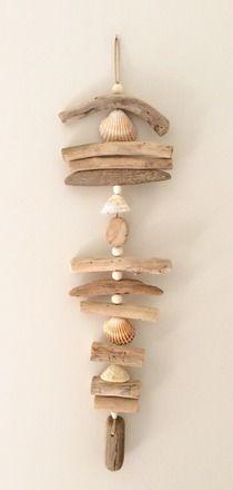 Ar Men Du - Référence D.127 Guirlande en bois flotté, coquillages et perles en bois couleur écru à suspendre ou accrocher à tout support, comme à un meuble, une tringle - 20638038