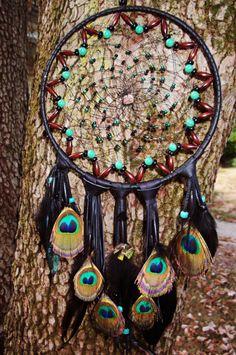 traumfänger selber basteln türkise perlen pfauenfedern