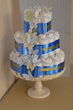Diaper cake with butterflies. Baby Shower Diapers, Baby Shower Gifts, Baby Gifts, Butterfly Cakes, Butterflies, Cake Bouquet, Towel Cakes, Nappy Cakes, Couches