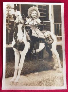 vintage pony photo Vintage Children Photos, Vintage Kids, Vintage Pictures, Old Pictures, Vintage Cowgirl, Vintage Horse, Cowgirl Nursery, Cowgirl Images, Rodeo Time