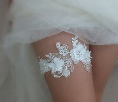 ivory wedding garter 3D flowers garter , Wedding Garter, rhinestones garters, ivory lace Garter, Free Ship