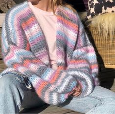"Strikk din mote💕 on Instagram: ""NiRi cardigan💜 Ligger i kategorien Dolce Mohair i nettbutikken."" Cute Fashion, Look Fashion, Mode Crochet, Rainbow Sweater, Crochet Coat, Hand Knitted Sweaters, Crochet Fashion, Knitting Designs, Aesthetic Clothes"