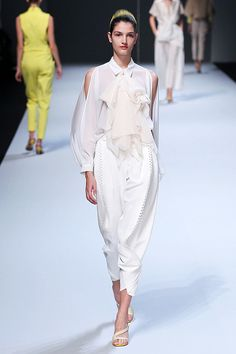 "Trendy Look!  "" Ruffles "" , "" White "" & ""Cutout Shoulder ""  Fashion Trend 4 Spring Summer 2012  Issey MiyakeSpring Summer 2012 Fashion"