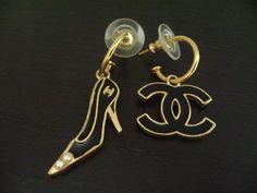 Chanel Vntg Bk & Gold High Hill & CC Logo Dangling Pierce Earring