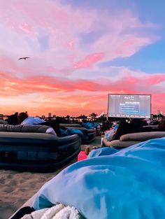 Drive in movie spots for summer adventures. Summer Vibes, Summer Feeling, Summer Nights, Summer Things, Fun Sleepover Ideas, Cute Date Ideas, Dream Dates, Diy Foto, Summer Goals
