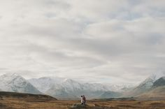 Scottish Highland Engagement Photos: Dawn + Connor | Green Wedding Shoes