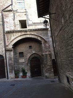 Portas e portões... Histórias e segredos ....