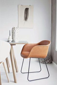 Muuto - Fiber Chair cognac leather sled base