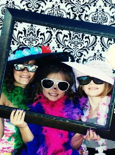 Have Different Frames Buy At Yard Sales And Let Them Pick Their Einladungskarten Kindergeburtstag Topmodel Paris Birthday, Girl Birthday, Sleepover Birthday Parties, Movie Night Party, Barbie Party, Disco Party, Spa Party, Party Entertainment, Childrens Party